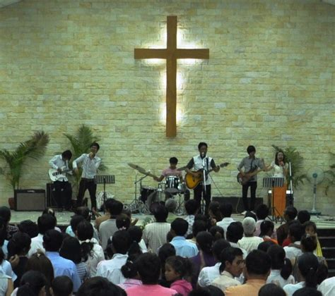8 Practical Ways To Celebrate Easter Churchleaders Hundreds Flock To Easter Celebrations