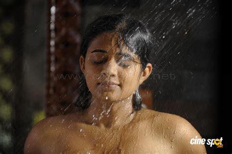 priyamani bathing photos 27