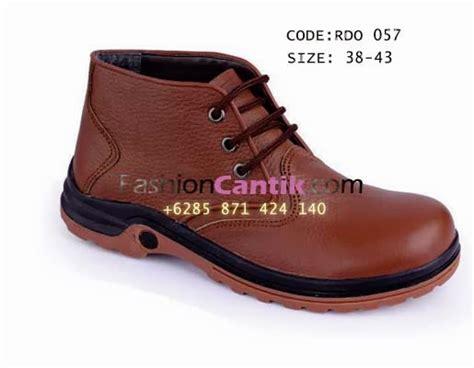 Wedges Coklat Sneakers sepatu kulit pria coklat jual sepatu kasual beli sepatu