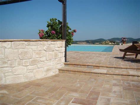 materiale per piastrelle come scegliere le piastrelle per terrazzi le piastrelle