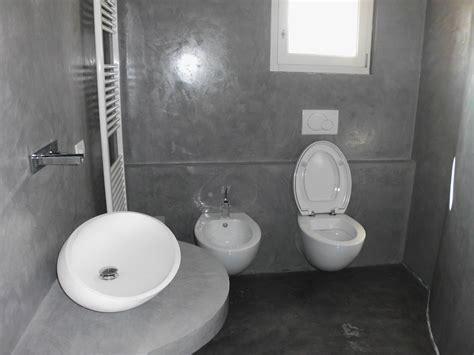 Resina Bagno Sopra Piastrelle by Bagno Prima E Dopo In Resina Tonalit 224 Ardesia