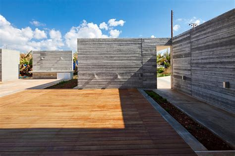 Concrete and Wood House by Vardastudio Architects