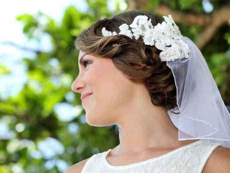 Brautfrisur Blumenkranz Und Schleier by Hochsteckfrisur Hochzeit Schleier