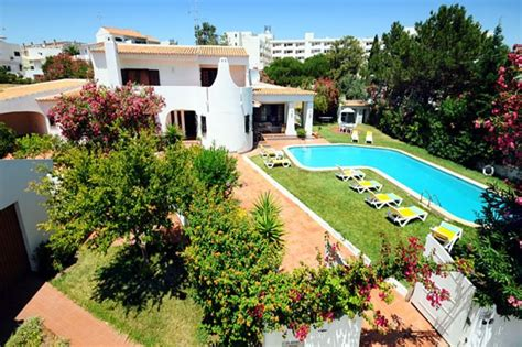 4 bedroom villas in portugal villa to rent in albufeira algarve with private pool 73681