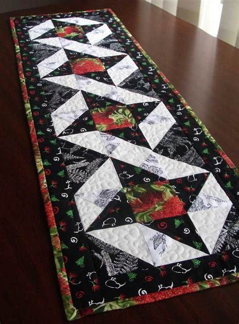 pattern for christmas quilt 13 best images about table runner patterns on pinterest
