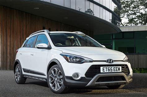 hyundai i20 active hyundai i20 active review 2016 parkers