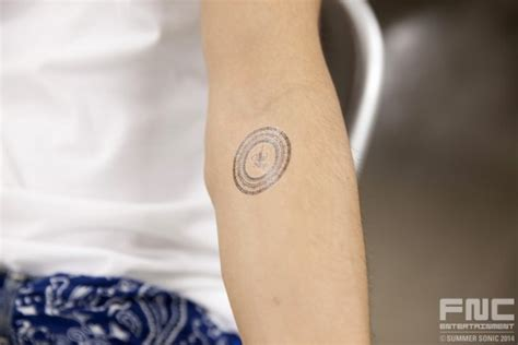 jonghyun cnblue tattoo fight against sun cnblue in rock festival and its close