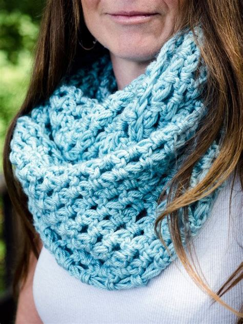 how to end knitting an infinity scarf 1000 ideas about crochet infinity scarves on