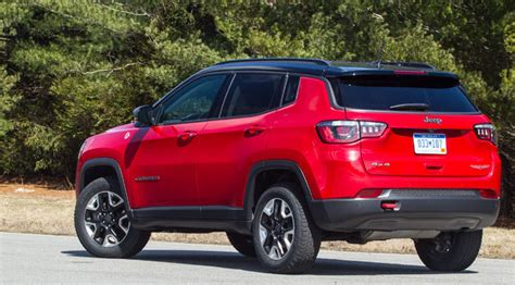 jeep compass 2017 red 2017 jeep compass plugs a gap consumer reports