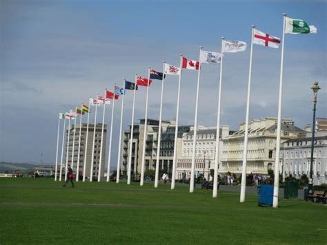 the hoe plymouth flags of the commonwealth picture of plymouth hoe