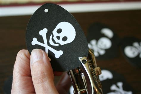 How To Make A Pirate Eye Patch Out Of Paper - pirate favors chica and jo