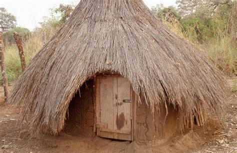 hutte photo les huttes du peuple anuak