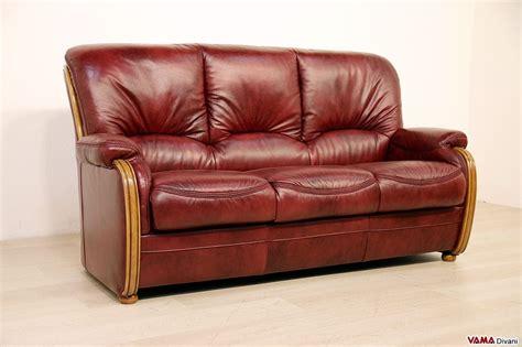 divano pelle rossa divano 3 posti classico in stile country e finiture in legno
