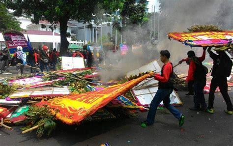 film dokumenter bunga dibakar pernyataan polisi usai karangan bunga ahok djarot dibakar