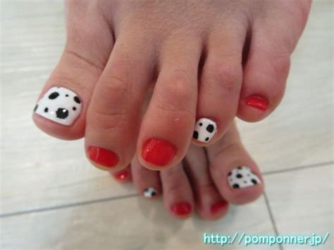 pattern toe nails ダルメシアン柄と赤の全体塗りフットネイル painted the entire foot nail and red