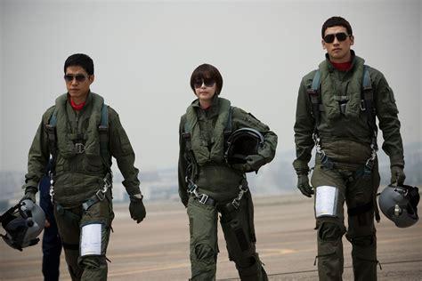 film lee jong suk return to base added new stills for the upcoming korean movie quot r2b