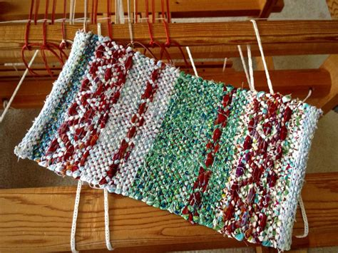 tie rugs with rags pot holders warped for