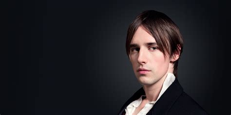 Corian Grau by Dreadful S Reeve Carney Teases Dorian Grey S Season