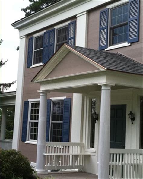 memilih kombinasi warna dinding luar rumah