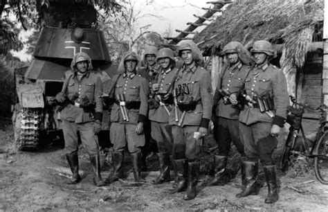 pomeranian grenadier ss panzergrenadiers of the 4th ss polizei panzergrenadier division armed with