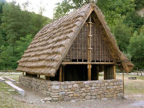 casa etrusca casa etrusco celtica all esterno museo foto di museo