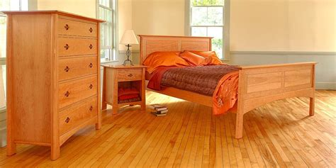 Maple Furniture Bedroom | tips in finishing the maple wood furniture trellischicago