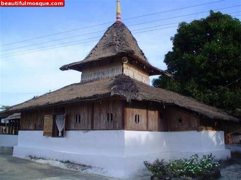 Lu Gantung Untuk Masjid Masjid Wapauwe Pegipegi