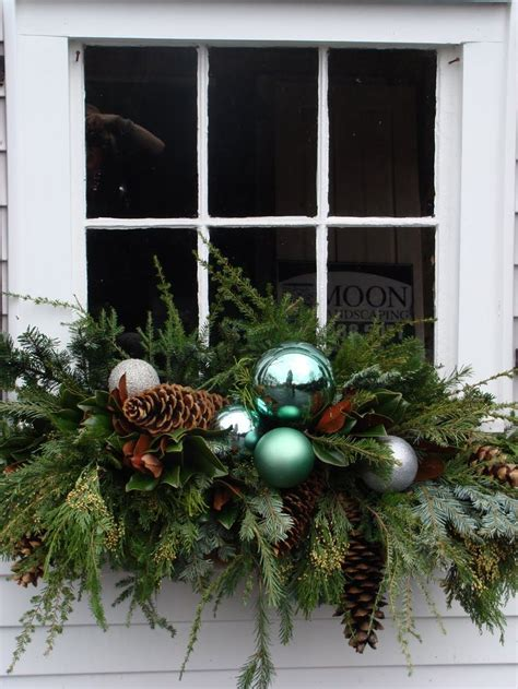 10 tips and tricks for decorating with evergreens