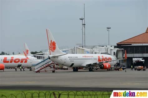 Pesawat Ak foto aktivitas pesawat air di bandara soekarno