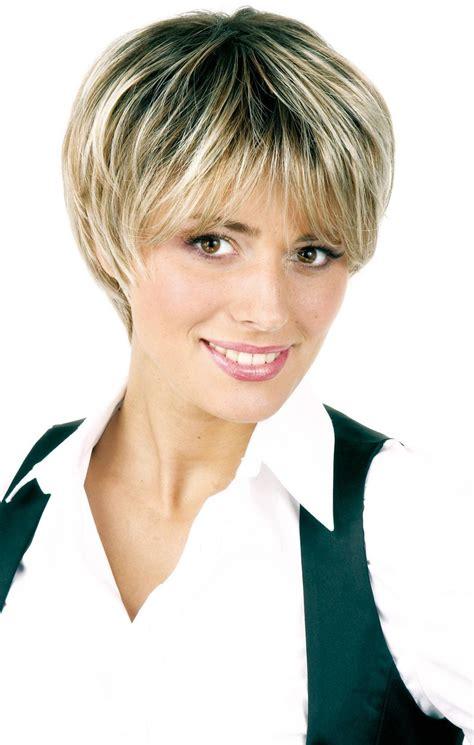 coiffure courte coiffure courte avec meche les tendances mode 2018