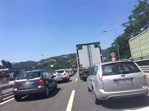 code autostrada dei fiori traffico sulla a10 code e rallentamenti savonanews it