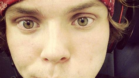 ashton irwin eye color the many faces of 5sos ashton irwin beautiful eye