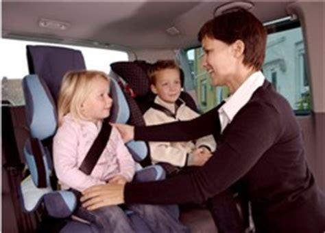 Kindersitz Im Auto Altersgrenze by Wie Lange M 252 Ssen Kinder Einen Kindersitz Benutzen