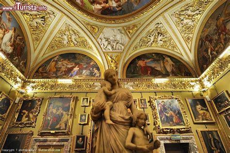 palazzo pitti interno l interno della galleria palatina a palazzo foto