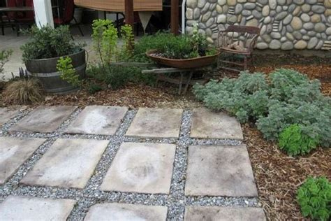 Paver And Gravel Patio Using Stepping Stones And Gravel To Create A Simple Patio Gardening Pinterest Walkways