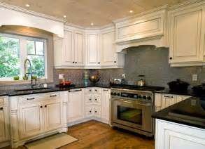 Backsplashes For White Kitchen Cabinets by Backsplash Ideas For White Kitchen Home Design And Decor