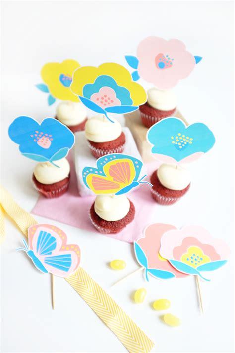 decorar cup cakes faciles flores y mariposas de papel para decorar cupcakes