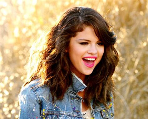 Selena Gomez Hit The Lights by Premiere Selena Gomez S Hit The Lights