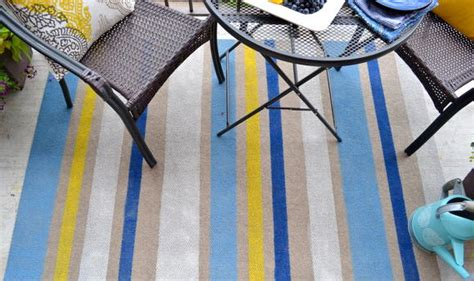 How To Paint An Outdoor Rug Diyideacenter Com How To Paint An Outdoor Rug
