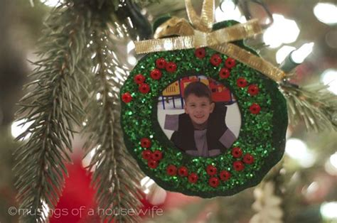 photo ornament craft 1000 ideas about photo wreath on picture