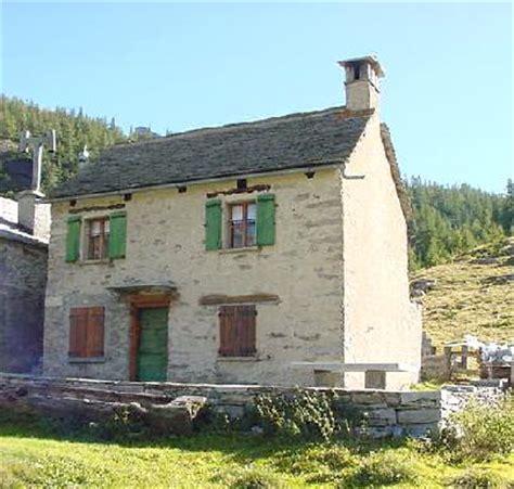rustiche di montagna affitto baita casa rustica di pietra in montagna sulle