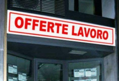 uffici di collocamento uffici di collocamento si assumono persone con licenza
