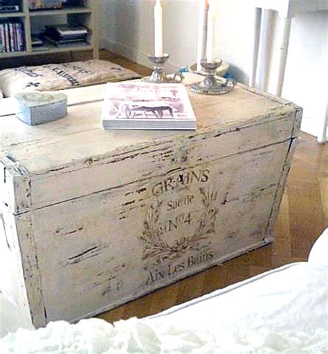 Diy Gorgeous Painted French Trunk This Is What I Ll Do Shabby Chic Trunks