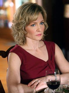 linda on blue bloods hairstyle amy carlson blue bloods hairstyle hair styles pinterest