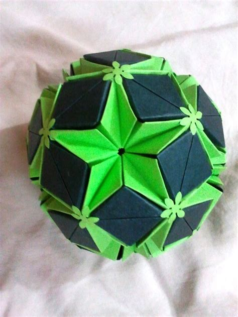 Modular Origami Kusudama - 17 best images about kusudama on flower