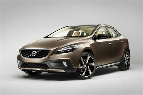latest volvo volvo shows off new v40 cross country ahead of paris