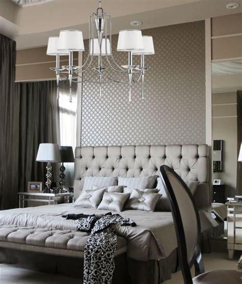 Exceptionnel Eclairage Chambre A Coucher #2: chambre-a-couchet-tete-de-lit-capitonn%C3%A9e-gris-les-meilleures-meubles-dans-la-chambre-a-coucher.jpg