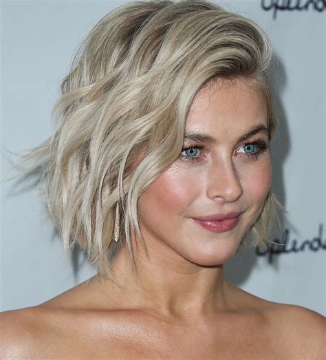 julianne hough shattered hair julianne hough s pink hair dwts judge has a pastel