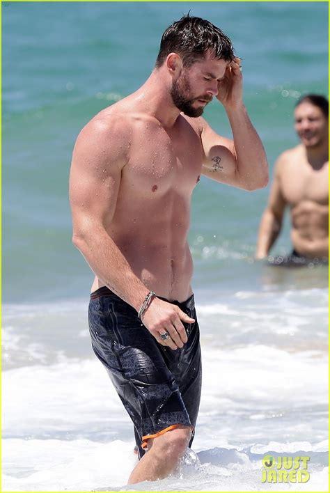 celeb photos chris hemsworth hits the beach celebria