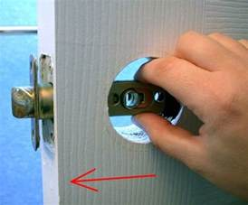 how to change a door knob in 10 steps hirerush